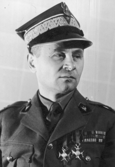 Gen. Bronisław Duch, commander of the 3rd Carpathian Infantry Division. III and IV Class Virtuti Militari Crosses visible on his chest.